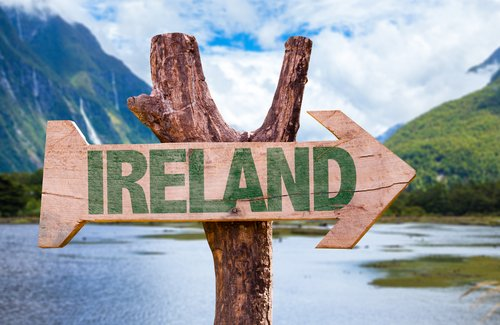 Wooden post with arrow indicating to go to Ireland