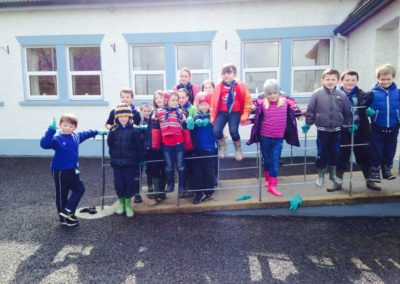 Children in front of Benwiskin Centre on Ballintrillick Clean Up Day